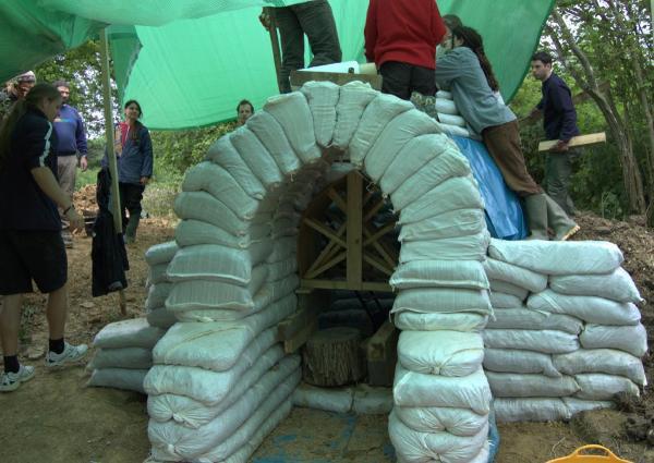 Дома из мешков с землей