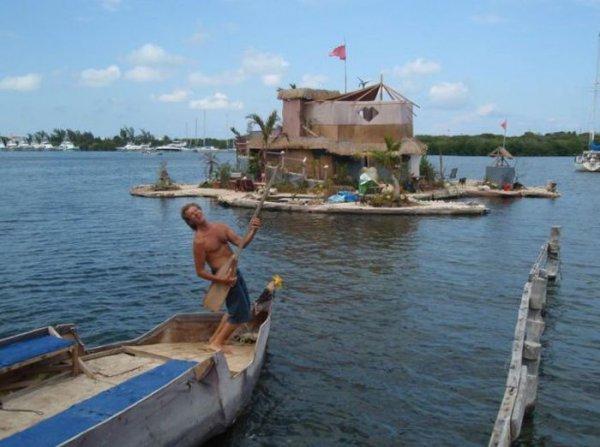 Искуственный остров, плавучий остров из бутылок